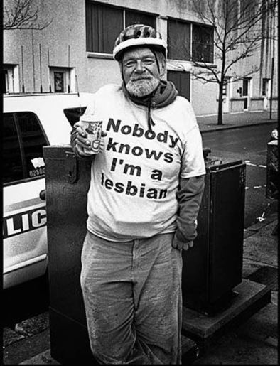 old-people-cool-t-shirts-knows-im-a-lesbian